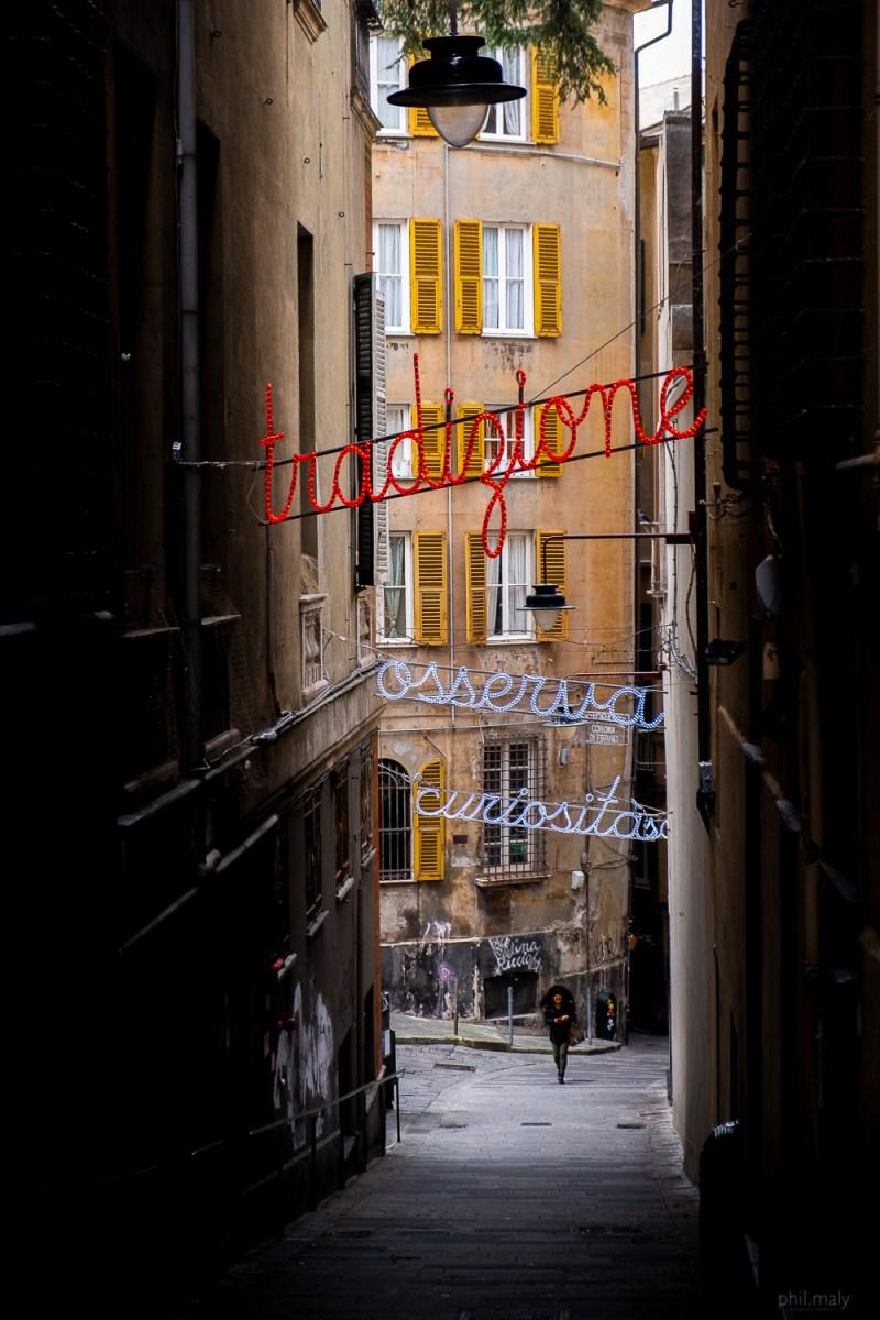 The small dark streets of Genova
