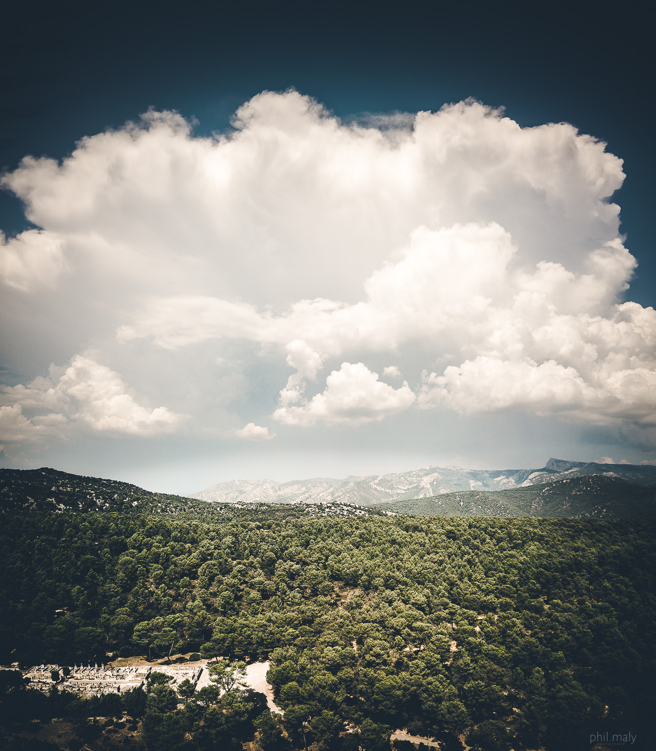 Massive with cloud over the mountains and forrests of Provence