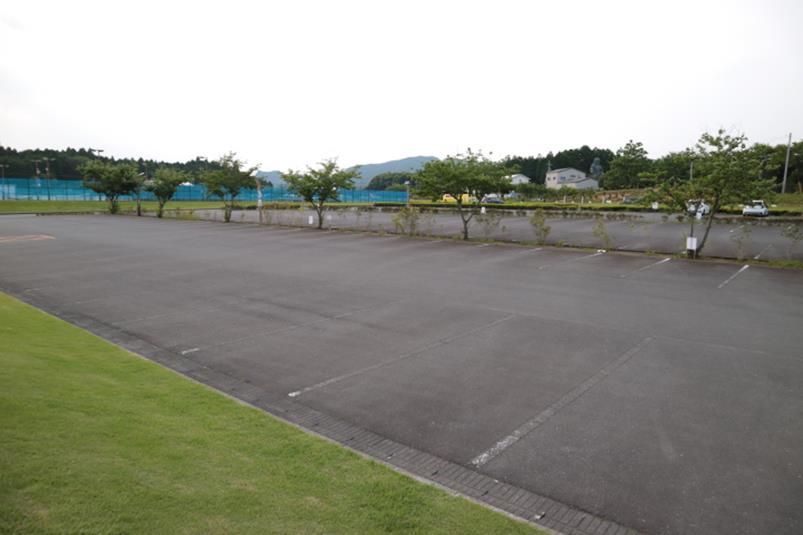 笠間市総合公園の管理棟裏駐車場