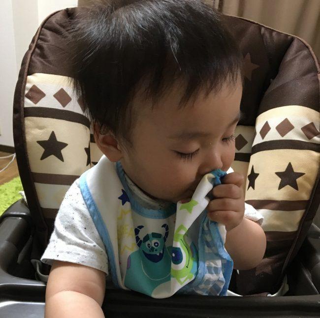 ワンオペ二人目育児の必需品と便利な育児グッズ リビングで過ごす時の必需品 ハイローチェア 離乳食でも活躍