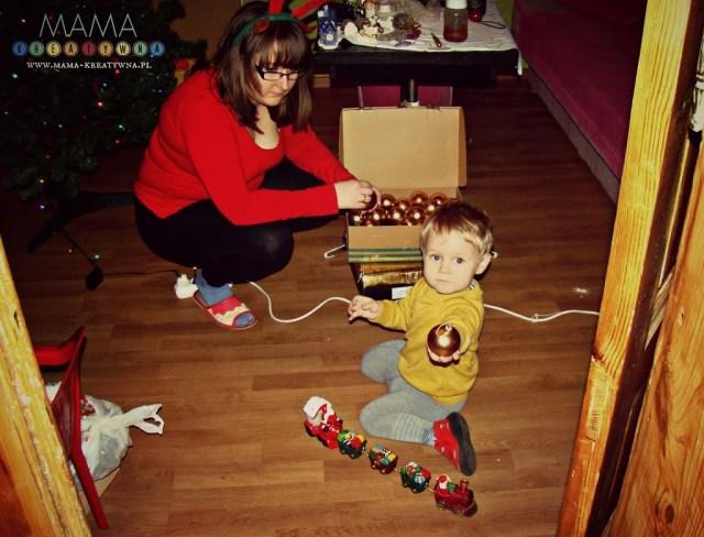 ubieranie choinki z dzieckiem