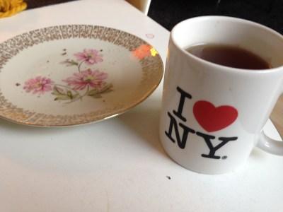 Zweiteres Frühstück mit Earl Grey statt Espresso. Ging erstaunlich gut. Das Honigbrot war lecker ;)