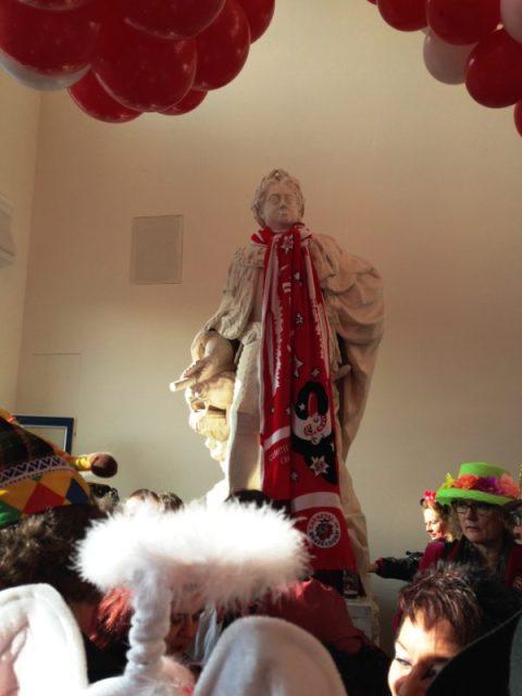 Alle macht den Möhnen - und einen Schal für Jan Wellem