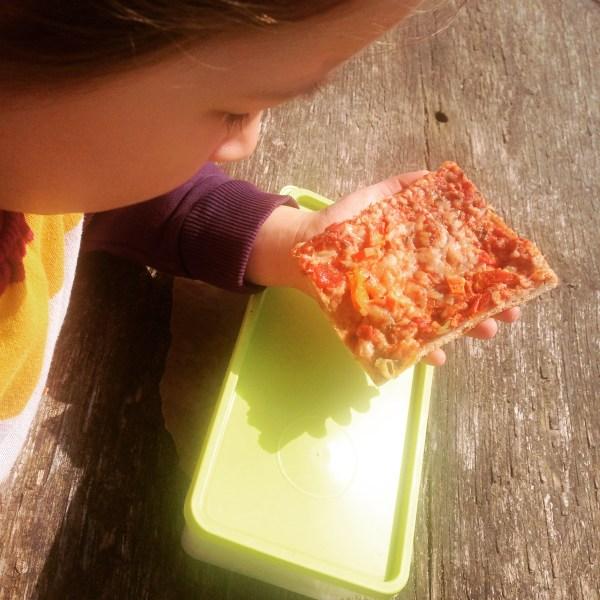 Erstmal Picknick an den Holzbänken