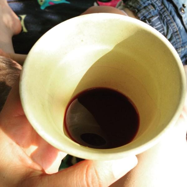 Rotwein im Saftglas. Leben am Limit