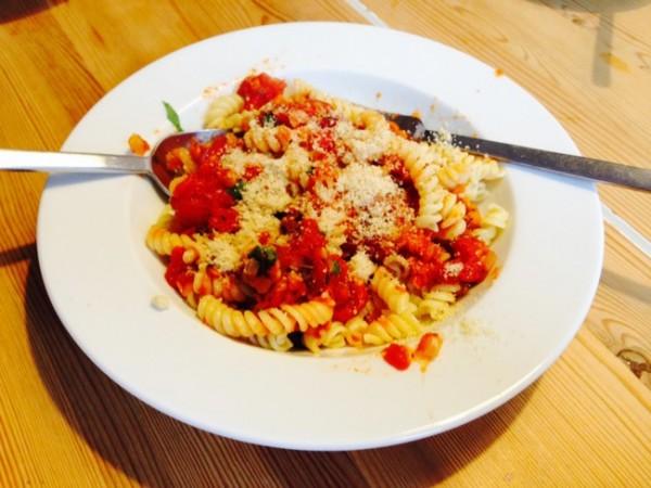 vegane Linsenbologner mit veganem Parmesan