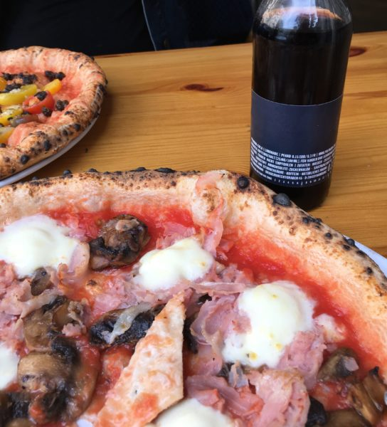 Lunchdate: Pizza, Premium Cola mit Ink