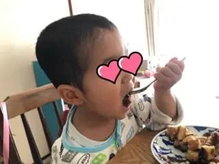 大きなお口で食べる元気くん