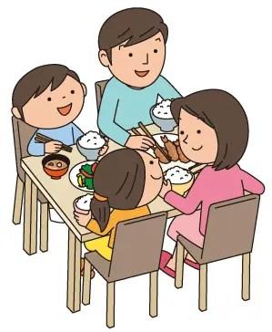家族で食卓を囲む