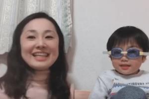 ママと男の子で簡単英語ミッションを出している様子