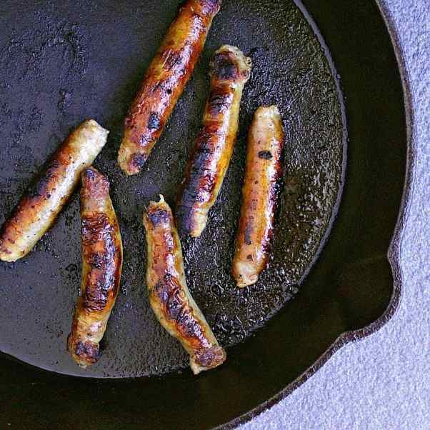 how to make sausages in a pan.