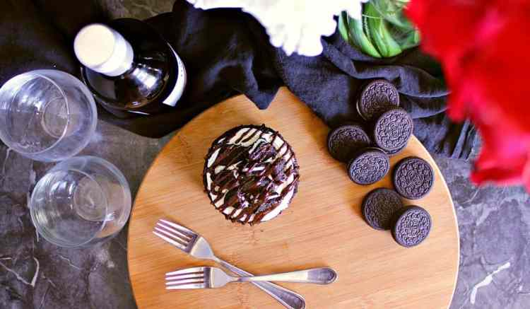 This Mini Oreo Cheesecake Cake for Two is specially designed for a magical, romantic dessert.