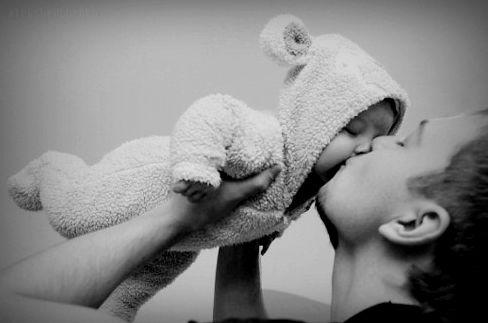 Nu a spus nimeni că este ușor să fii părinte. A spus doar că merită. (Mesaj pentru tătic)