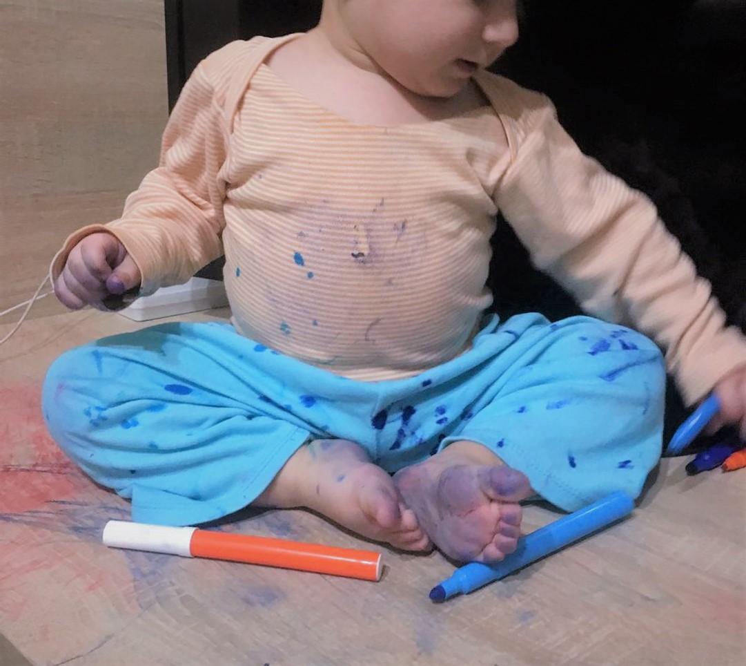 Povestea coșului de rufe întotdeauna plin. Pură coincidență sau un plan bine stabilit al bebelușilor?