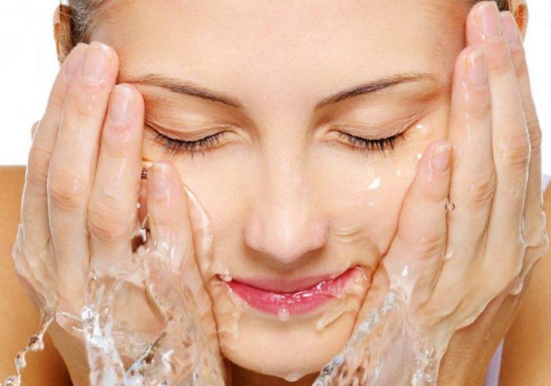 Înainte de cremă și parfum folosim apă și săpun