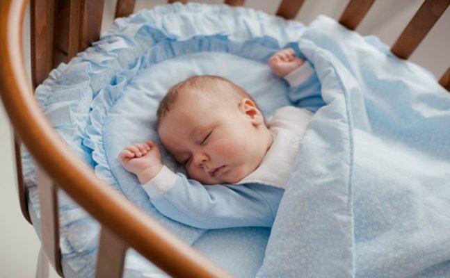 bebê refluxo colchão elevado