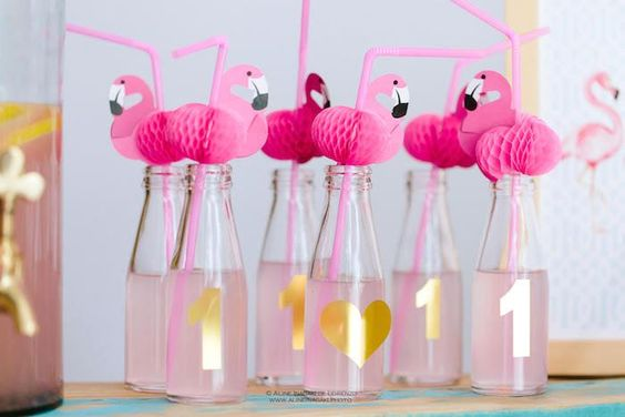agua decorada com flamingo