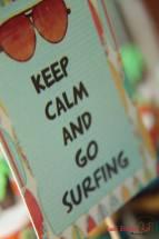 "Placa ""Keep calm and go surfing"""