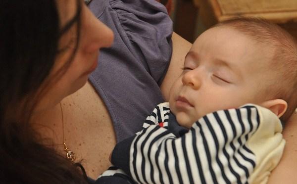 Como ensinar o bebê a dormir sozinho