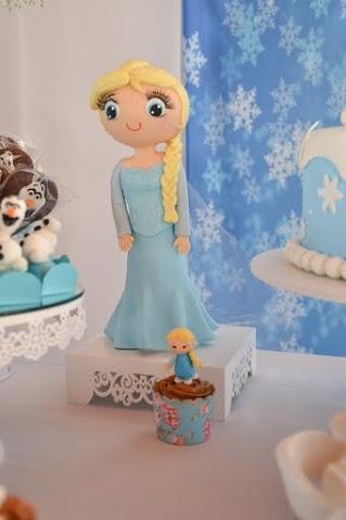 Elsa em biscuit (no cupcake e grandona)