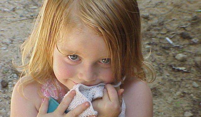 Criança tímida e com dificuldade de fazer amigos: psicóloga ensina o que fazer