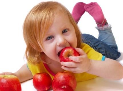 Como fazer seu filho comer por meio do brincar