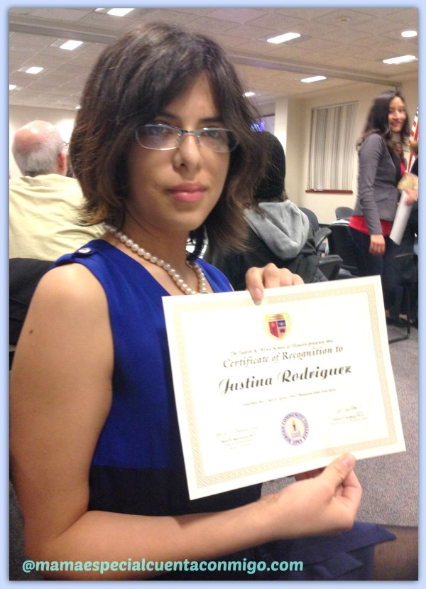 Justina recibe un certificado de honor en la Universidad!