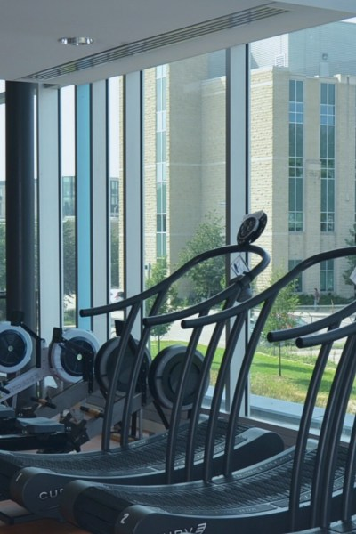 Should I Buy a Gym Membership? Pros and Cons of Gym Workouts