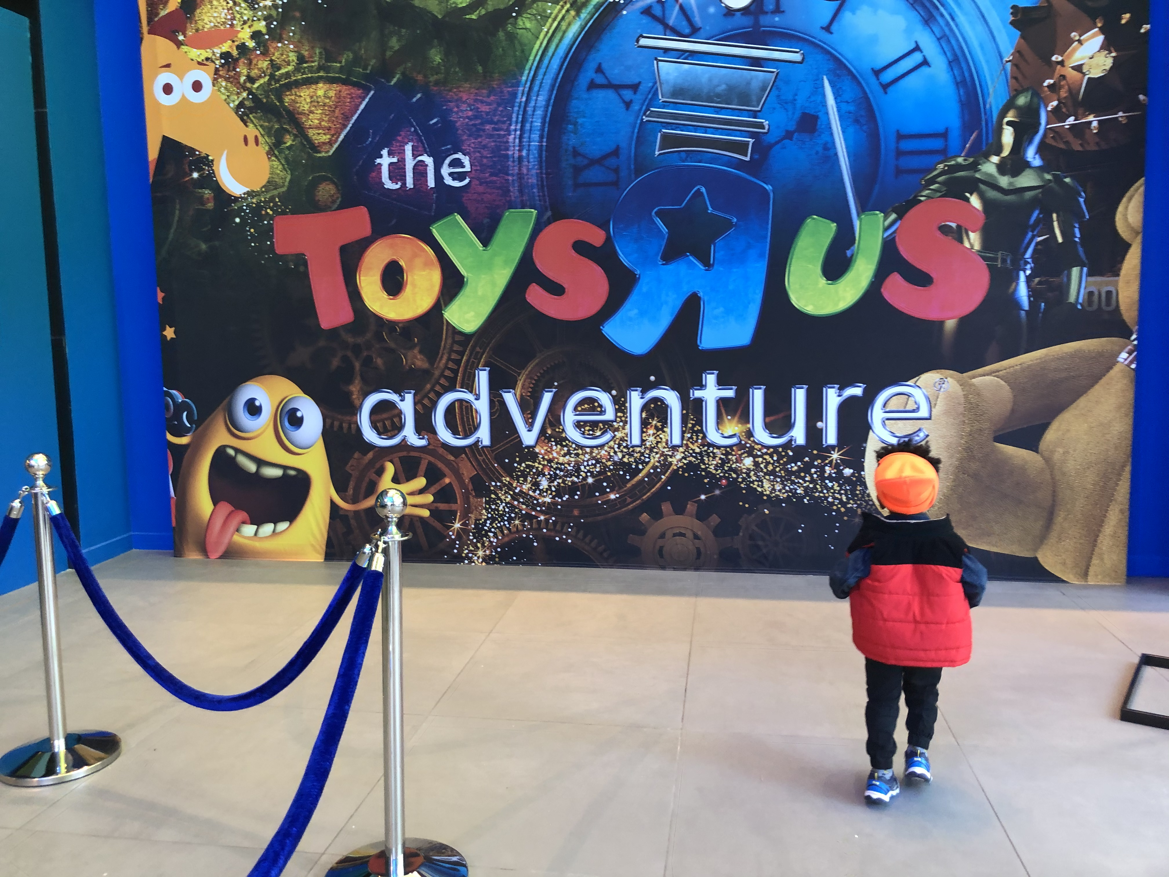 Front entrance into Toys R Us Adventure