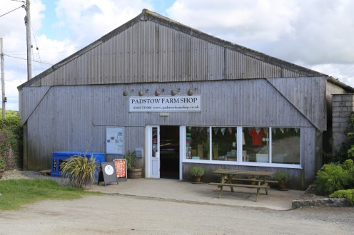 Well stocked Farm Shop for Gin, meats, vegetables and everything.