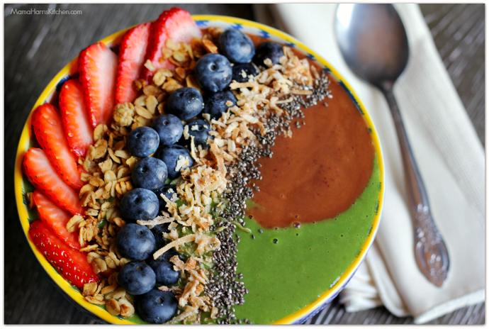 Cherry Apricot and Green Swirl Smoothie Bowl #CaciqueInstaSmoothie #GoAutentico #SoCu #ad | Mama Harris' Kitchen