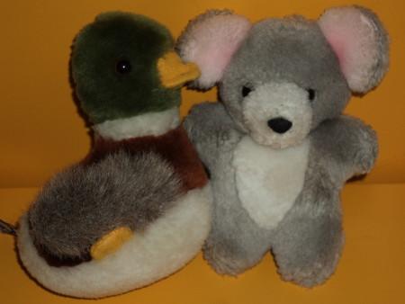 Eine Ente und ein Bär