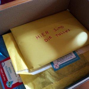 drei Pakete und ein gelber Umschlag...