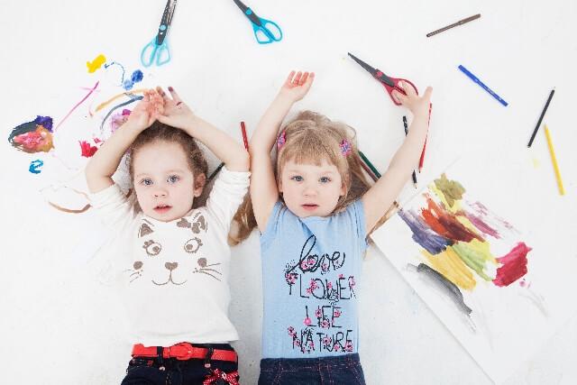 1歳からの工作!ダンボールや折り紙を使って遊ぼう
