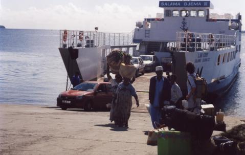 Arrivée de la barge