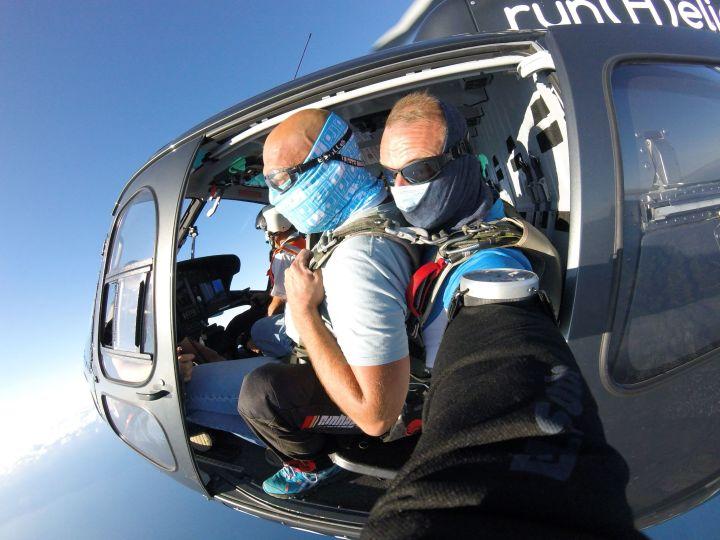 Faire son baptême de chute libre depuis un hélicoptère
