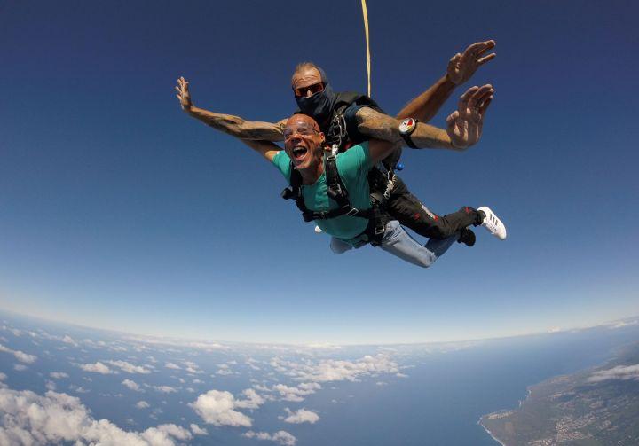 Découvrir le saut en parachute en tandem à La Réunion avec le Para Club de Bourbon