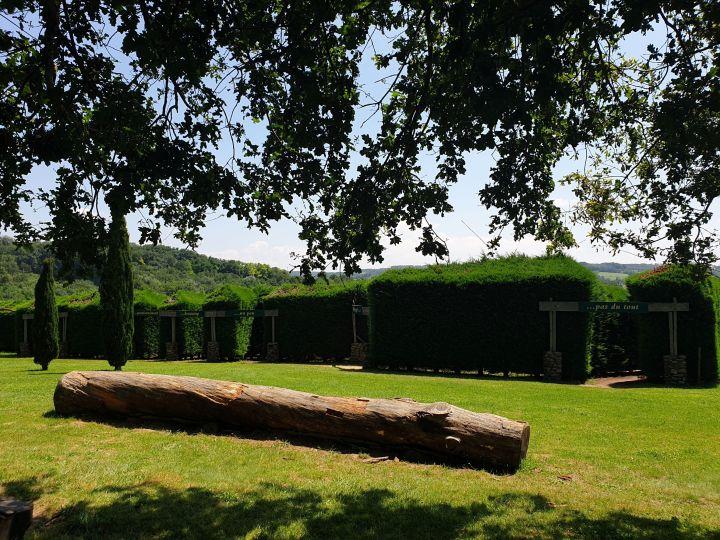 visite autour du palais facteur cheval les labyrinthes d'Hauterives