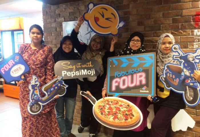 dominos_group-1
