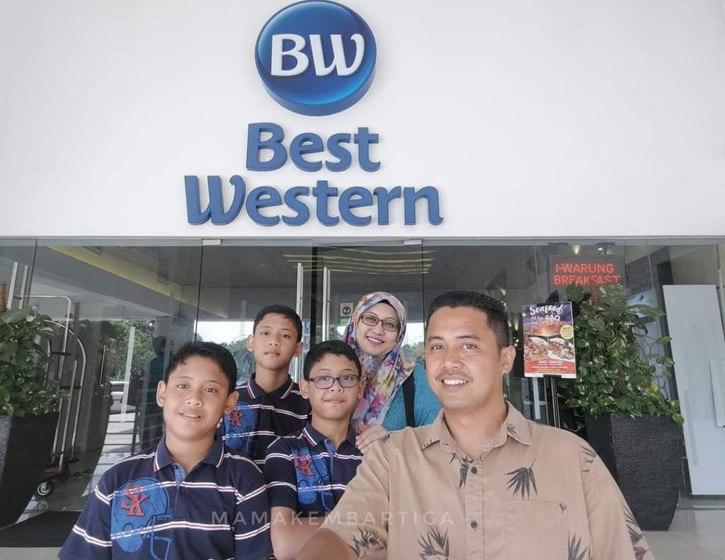 Best Western i-City