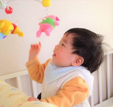 生後1歳2ヶ月の赤ちゃんの発達のようすと関わり方のポイント