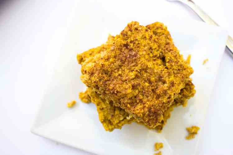 Pumpkin Baked Oatmeal Bars | mamaknowsnutrition.com