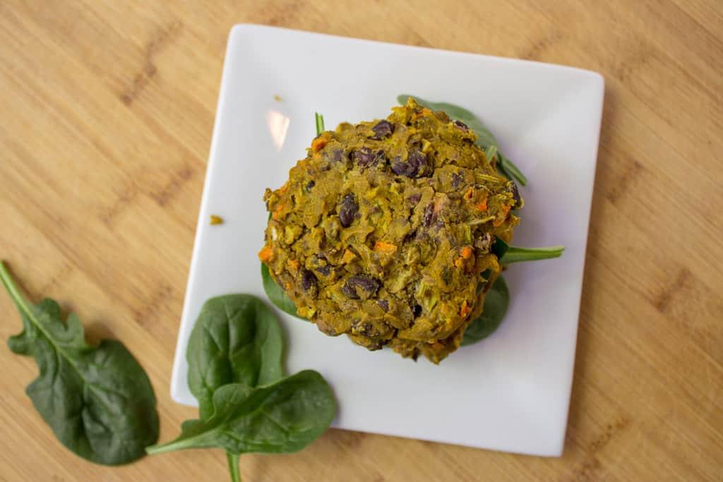 Black Bean Veggie Burger | mamaknowsnutrition.com