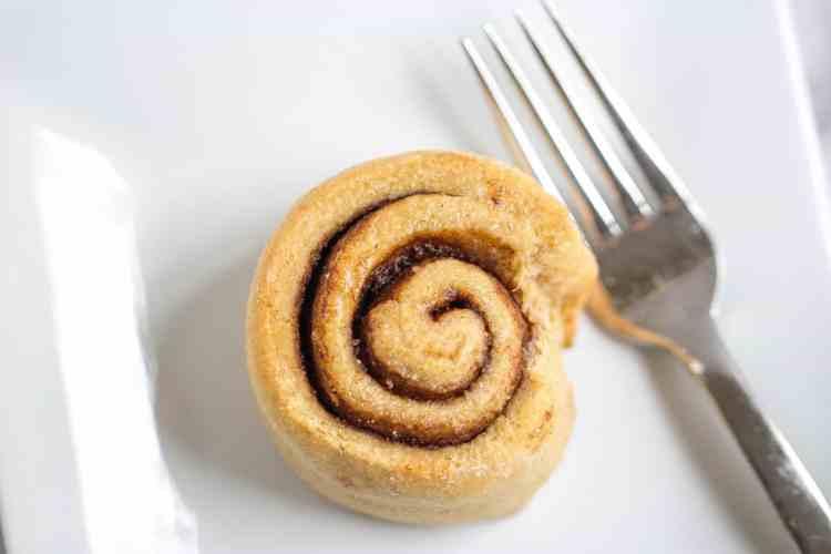 Healthier Cinnamon Rolls | mamaknowsnutrition.com