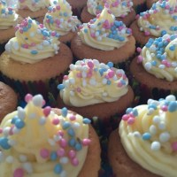 Mamabakt: Gender Reveal Cupcakes!