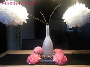 Blumen und Pompons aus Seidenpapier