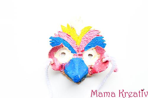 Vogelmasken aus Eierkarton