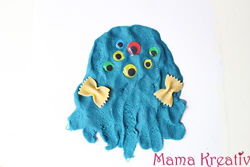 Malen mit knete baum bl tter monster mit wackelaugen for Bastelideen herbst kleinkinder
