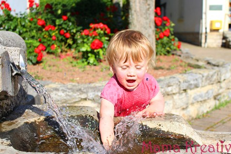 Sommer Kinder am Brunnen