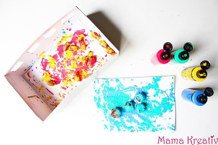Basteln mit Kastanien für Kinder: Malen mit Kastanien und Eicheln